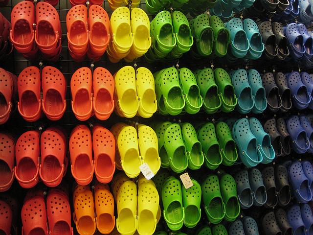 Jeżeli nosisz Crocsy, uważaj, bo mogą negatywnie wpływać na zdrowie!