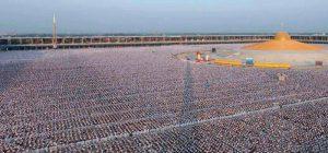 Trzeba to zobaczyć. Milion dzieci medytujących w Tajlandii dla pokoju na świecie