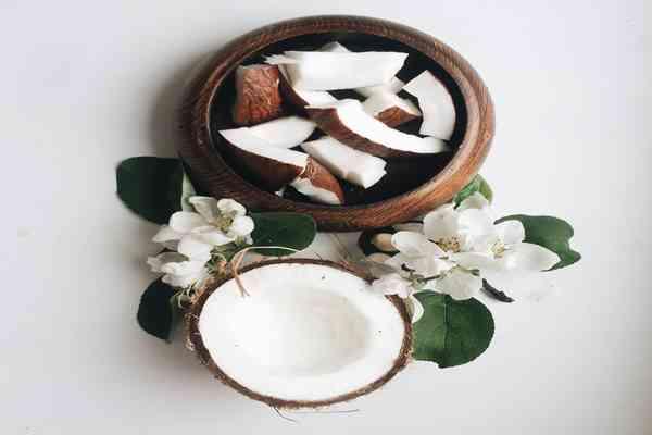 Olej kokosowy (kwas laurynowy) zabija >93% komórek raka jelita grubego in vitro.