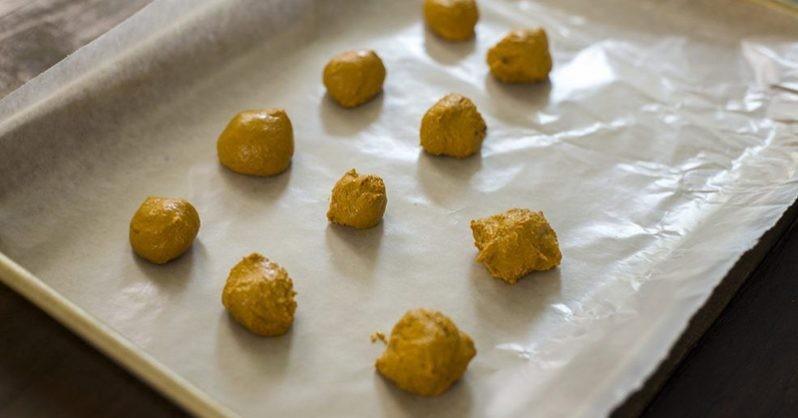 rosty przepis na zdrowe chrupki z kurkumy i miodu Manuka!