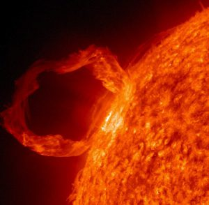 Burza i Wiatr Słoneczny – Ostrzeżenie: Rozbłysk słoneczny uderzy z intensywnością